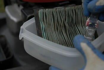 entretien tondeuse nettoyage du filtre à air