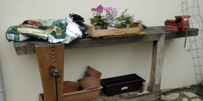 Jardin vintage transformer un tabli en table de - Etabli de jardin ...