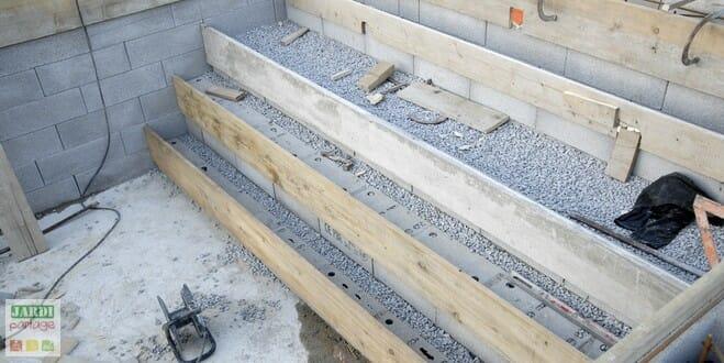 Fabriquer marche terrasse bois diverses for Construire sa piscine en beton