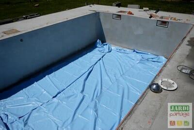Pose d 39 un liner de piscine comment faire jardipartage - Comment aspirer piscine ...