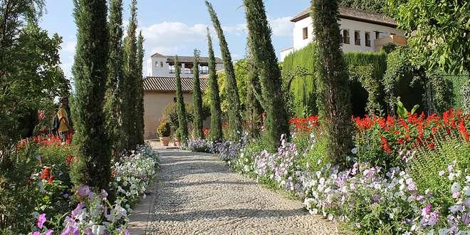 Comment Amenager Une Allee De Jardin Elegante Jardipartage